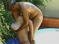Chubby mature lady fucks in natura
